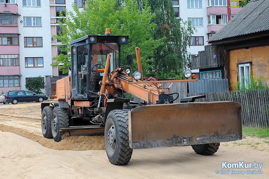 По каким улицам и переулкам Бобруйска пройдут грейдеры в августе?