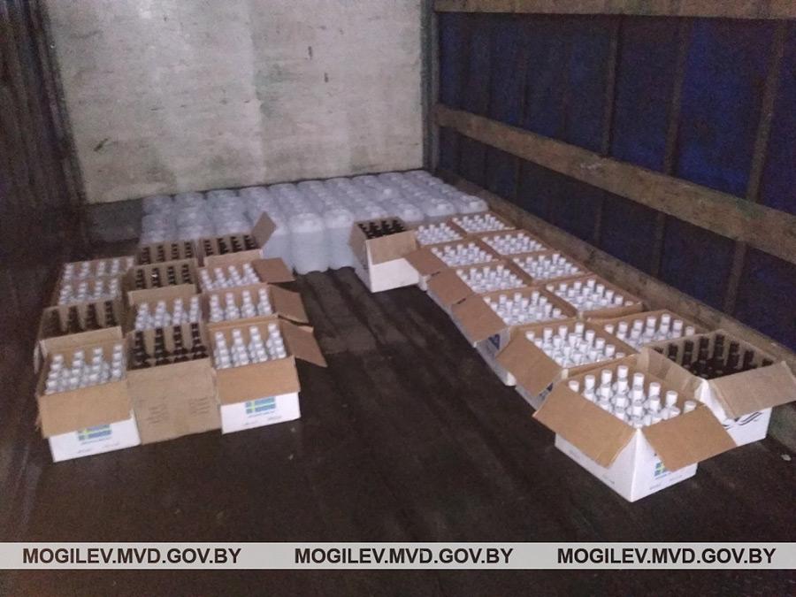 500 бутылок алкоголя и полтонны спиртосодержащей жидкости: крупное изъятие в Бобруйске!