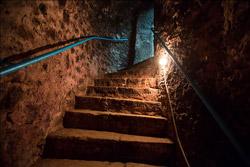 «Коммерческий» на связи: как осветить подвал?