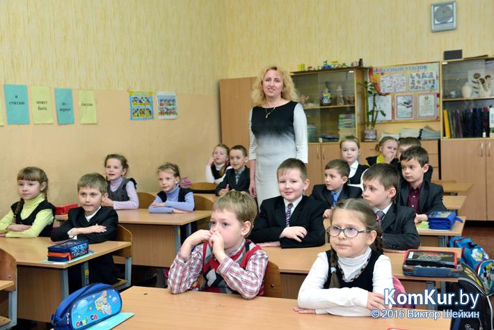 Учитель начальных классов Татьяна Сергеевна Богомолова и ее 1-й «Б»