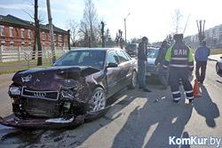 На оживленной улице Бобруйска столкнулись «Ауди» и «Мерседес»