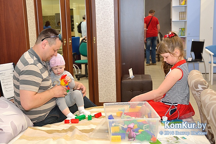 В Бобруйске открылся большой торговый центр «Карусель»