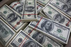 Минус 3,7 миллиона долларов. Белорусы-гастарбайтеры второй год сокращают переводы на родину