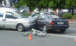 В Бобруйске, возле главпочтамта, столкнулись Opel, Peugeot и велосипедист