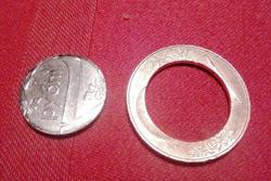 Могилевчанин положил в карман новую двухрублевую монету целой, а достал ее по частям