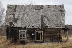 «Коммерческий» на связи: Дом рухнул— хлам остался