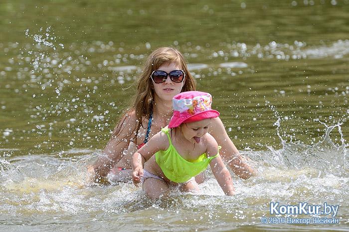 В Бобруйске продолжается купальный сезон