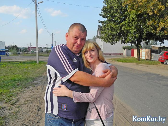 Когда Игорь и Таня встретились для интервью, то сразу крепко обнялись. Они общаются, живут неподалеку друг от друга и каждый раз при встрече очень радуются. «Главное, что живая!»,- несколько раз за всю беседу повторял Игорь, не выпуская девушку из объятий.