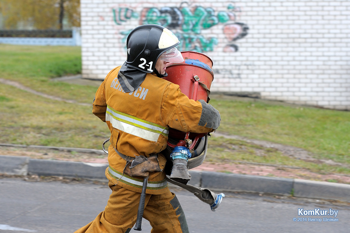 Бобруйские пожарные тушили цистерну на станции «Березина»