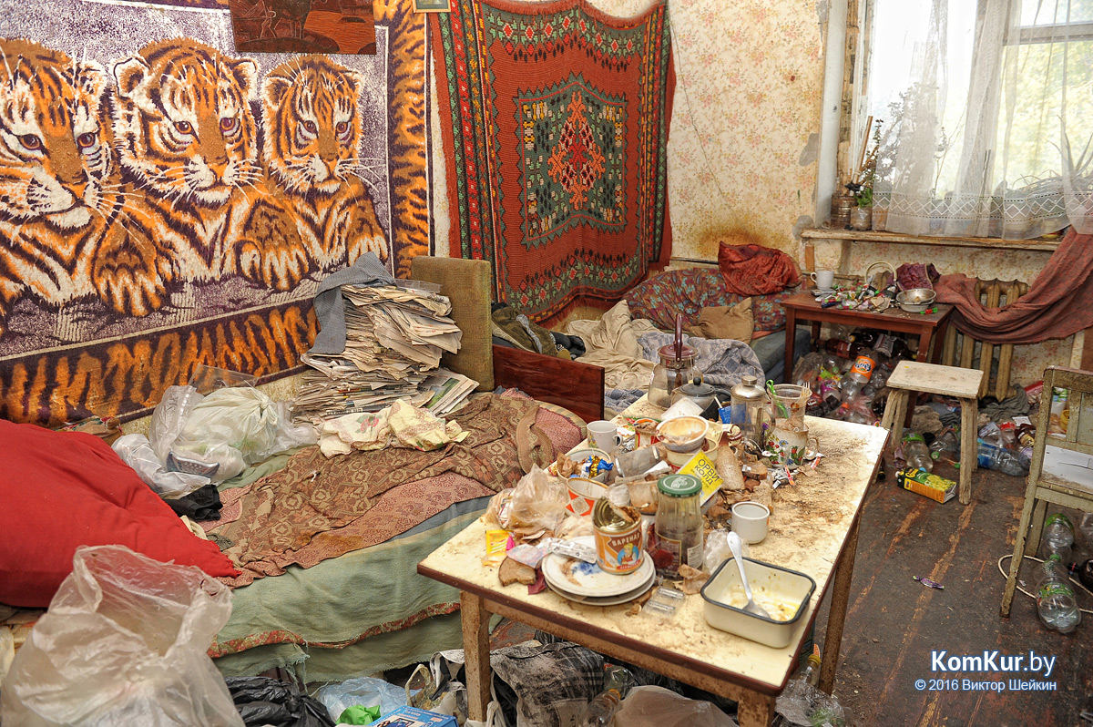 Бобруйская семья превратила квартиру в полигон бытовых отходов