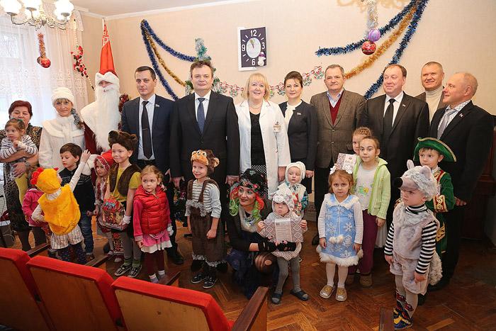 В Бобруйской детской больнице прошел новогодний утренник