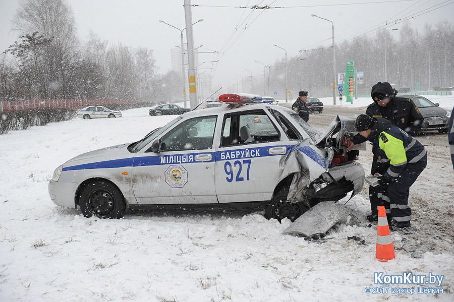 В Бобруйске автомобиль ГАИ столкнулся с «Ситроеном»