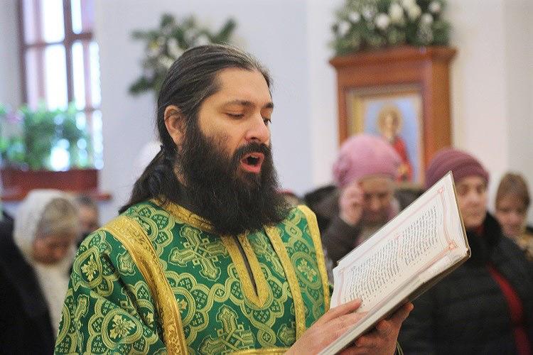 В день своего небесного покровителя епископ Серафим совершил Божественную литургию