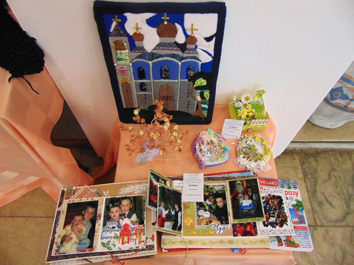 В Центре досуга и творчества Бобруйска открылась творческая семейная выставка «Семья – источник вдохновения», посвященная Международному дню семьи.