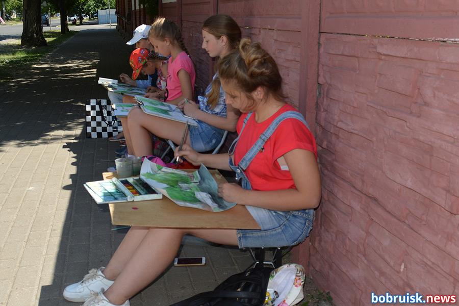 Бобруйские дворики в рисунках детей