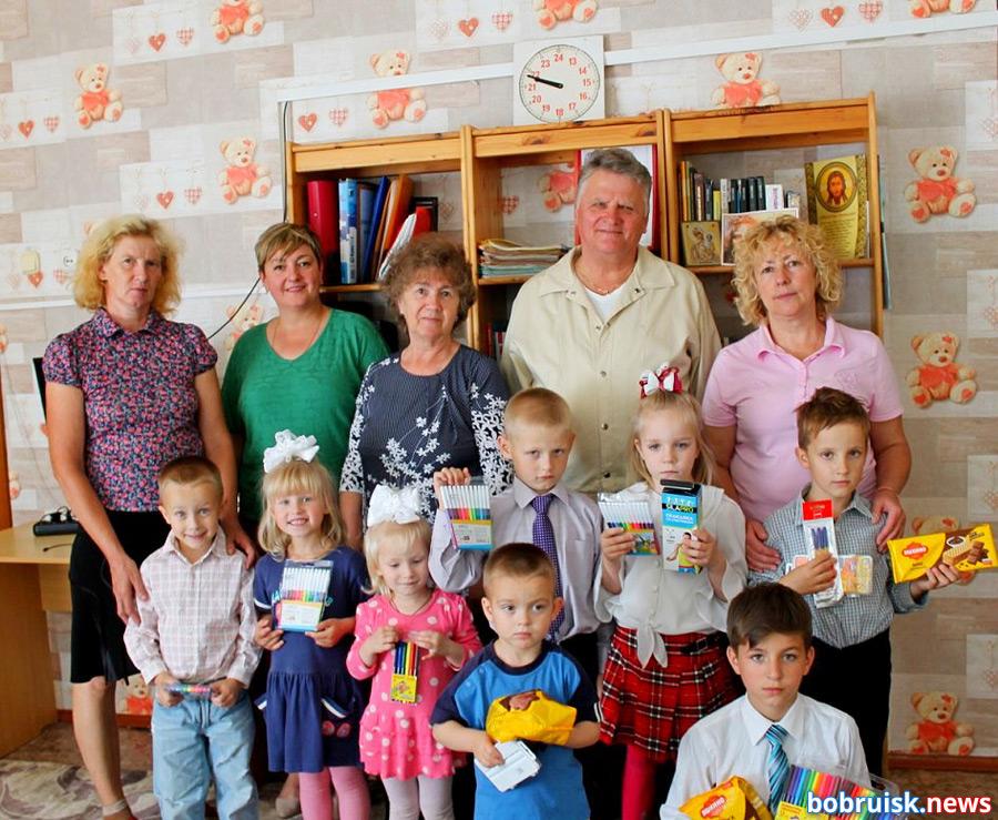 Уже на протяжении пяти лет сестричество Софии Слуцкой при Свято-Иверском храме посещает социальный детский приют в деревне Михалево Бобруйского района. Приезжают гости, конечно, не с пустыми руками.