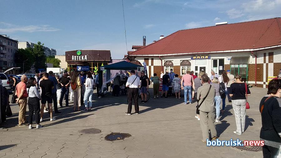 Виктор Бабарико в Бобруйске: о шинном, досрочном голосовании и личной охране