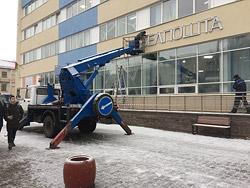 В четверг, 3 декабря, отремонтированный фасад Дома связи был дополнен последним штрихом: на нем установили вывеску «Белпошта».