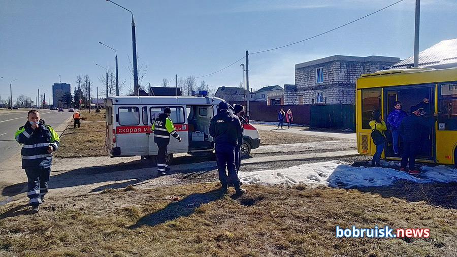 В Бобруйске в ДТП попал автобус с пассажирами. Водитель умер