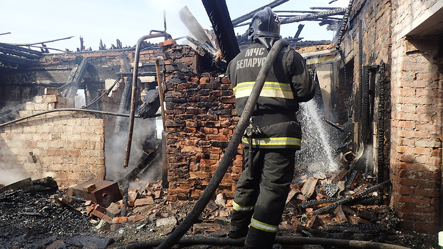 Без пола и крыши: что натворил пожар в Бобруйском районе