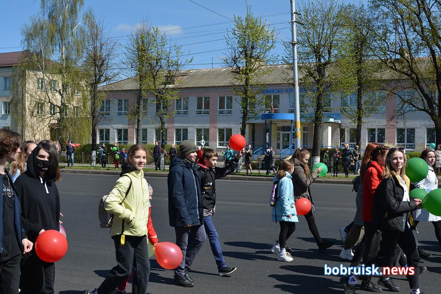 Праздничное шествие в Бобруйске. Фоторпортаж