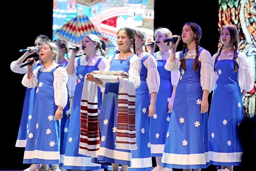 Во Дворце искусств Бобруйска прошли праздничный спектакль и выставка-продажа пасхальных сувениров