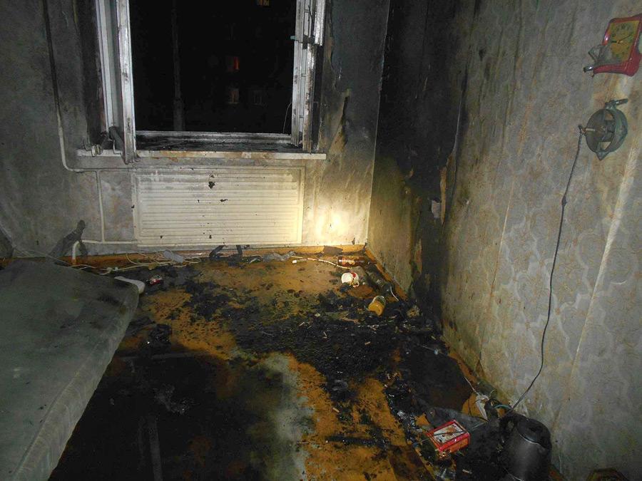 Пожар в общежитии в Бобруйске: из огня вынесли мужчину (видео)