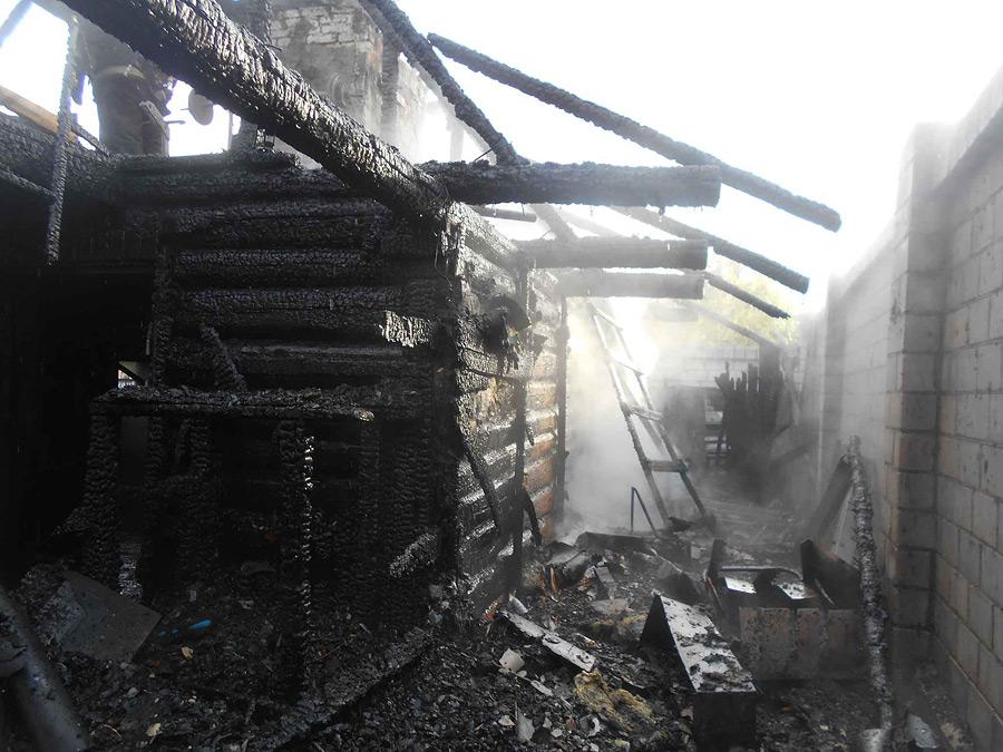 Угли не пролили и оставили у стенки. В итоге – большой пожар
