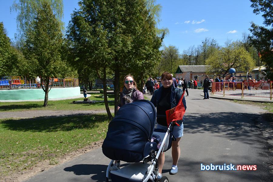 Как отдыхали бобруйчане 9 мая в городском парке. Фоторепортаж