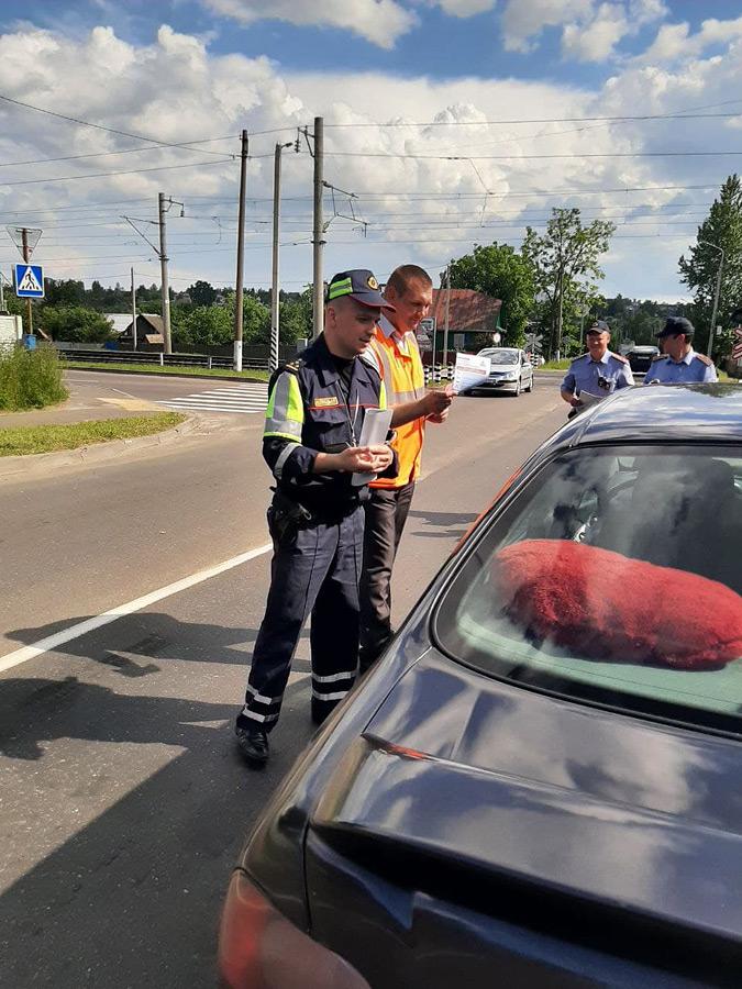 Сегодня у переездов в Бобруйске и Бобруйском районе останавливали машины. На то была причина (фоторепортаж)