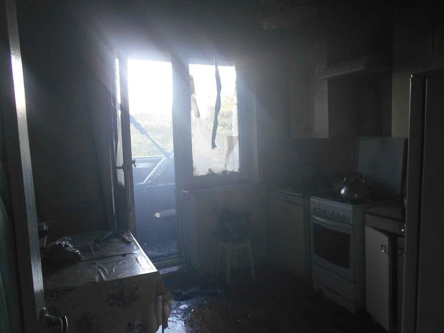 Огонь под самой крышей. В бобруйской многоэтажке загорелся балкон на верхнем этаже