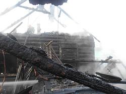 В полпятого ночи в четверг, 29 июля, возник пожар на территории частного домовладения в переулке Каменского. Пламя было видно за несколько километров.