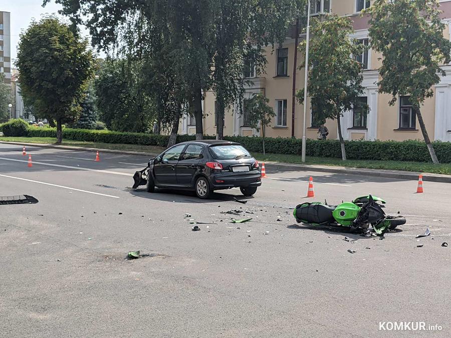 Авария в Бобруйске: разбитый транспорт, человек в больнице