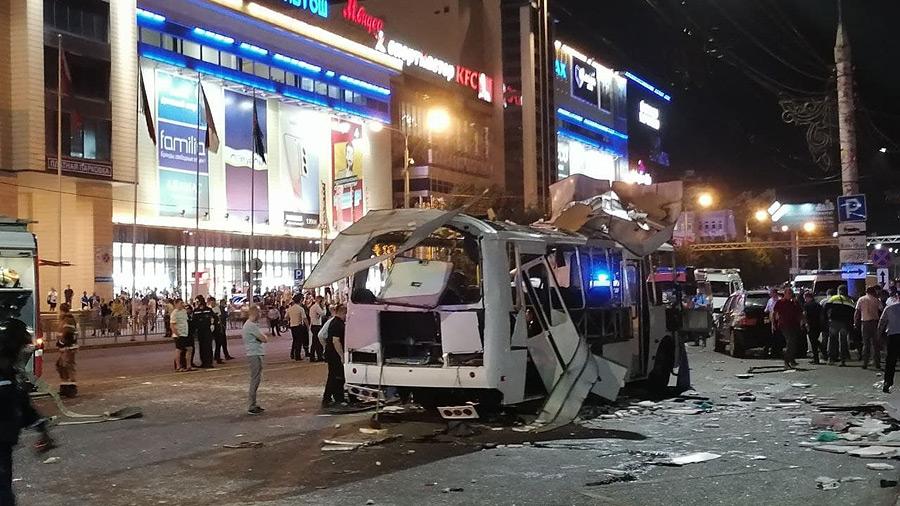 В Воронеже правоохранительные органы продолжают устанавливать обстоятельства трагедии, которая уже унесла жизни двух человек. Еще 13 пострадавших находятся в больнице.