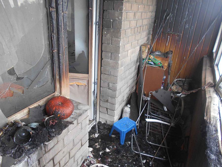 В субботу, 4 сентября, в 15.30 в Бобруйский ГРОЧС поступило сообщение о пожаре на балконе многоквартирного дома на улице Луговой в деревне Березовичи Бобруйского района. Спасателям позвонили проезжавшие мимо бобруйчане.